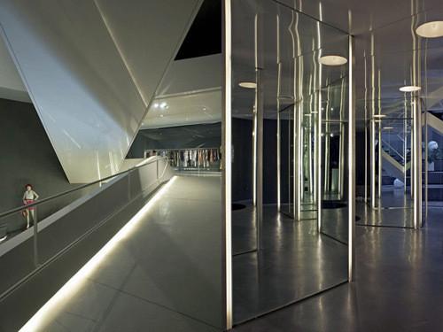 Изображение 11. 20 Великолепных дизайнерских концепций бутиков.. Изображение № 18.