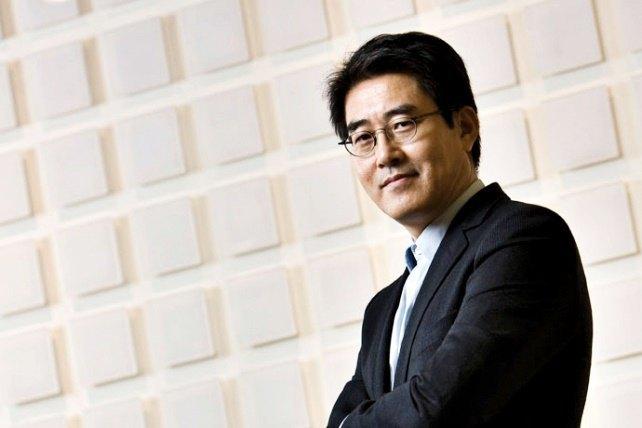Бывший глава команды по дизайну мобильных устройств Samsung Чан Дон Хун. Изображение № 1.