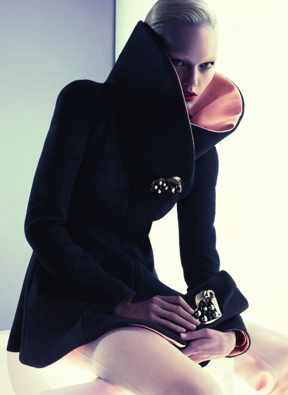 Кампания: Саша Пивоварова для Giorgio Armani FW 2011. Изображение № 7.