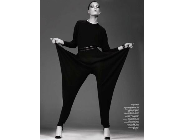 Каролине Брах Нильсен в российском Vogue, январь 2011. Изображение № 13.