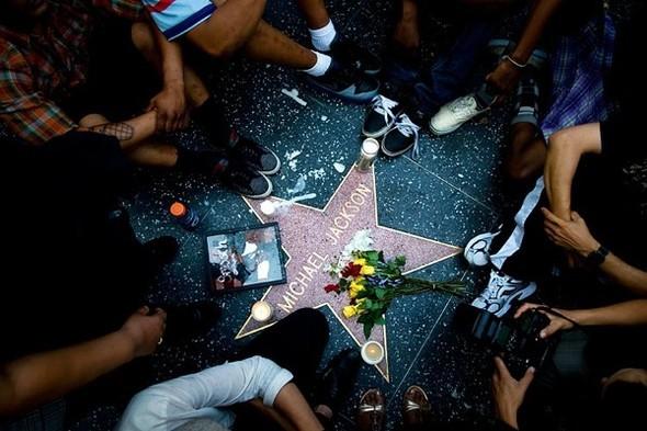 Панихида покоролю поп-музыки Майклу Джексону. Изображение № 16.