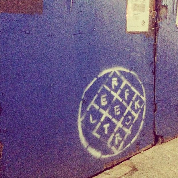 Arcade Fire зашифровали название альбома в граффити. Изображение № 1.