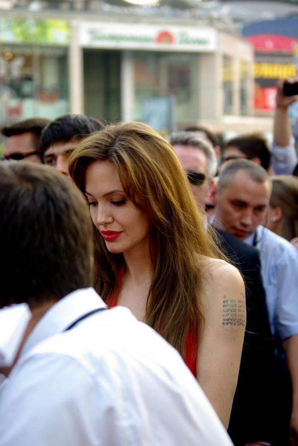 Анджелина нагревает Москву. Изображение № 6.