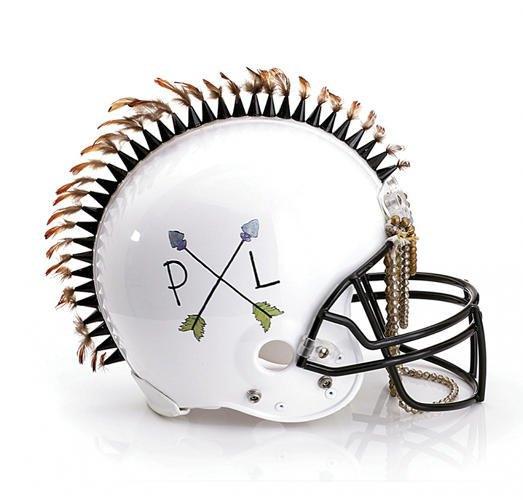 Дизайнеры превратили футбольные шлемы в предметы искусства. Изображение № 1.