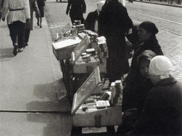 Уличная торговля, 1928 г.. Изображение № 7.