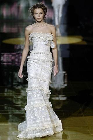 """""""Выбираем свадебное платье!"""" 93 идеи ведущих дизайнеров. Изображение № 78."""