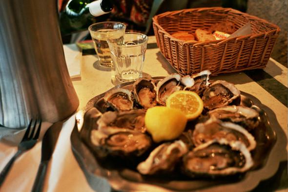 Устрицы в ресторане Chez La Tchepe. Изображение № 23.