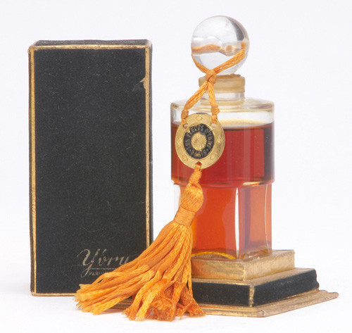 Самые красивые флаконы парфюма. Изображение №22.