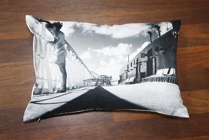 Новая коллекция дизайнерских подушек с фотографиями. Изображение № 6.