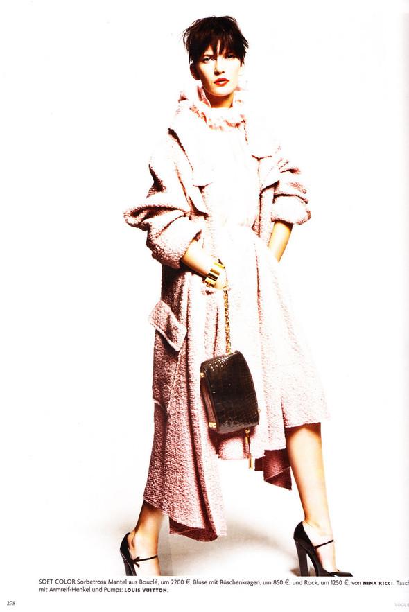 Съёмка: Хана Бен Абдесслем и Валерия Келава для Vogue. Изображение № 17.