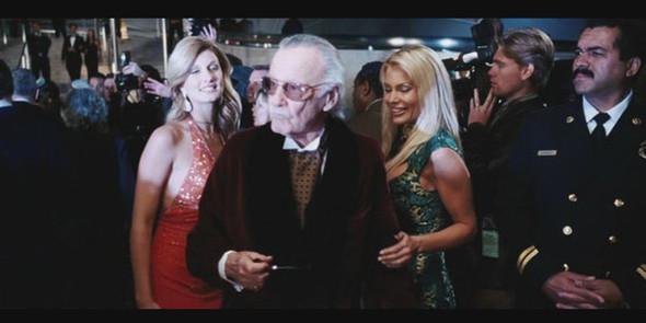 Хью Хефнер на красной дорожке в «Железном человеке». . Изображение №72.