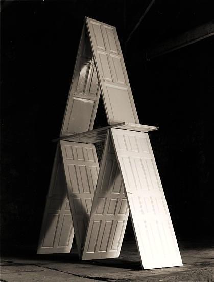Черно-белые сюрреалистические фотографии Chema Madoz. Изображение № 14.