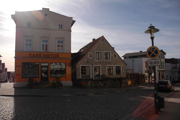 Один из небольших городков, расположенных на острове. Изображение № 9.
