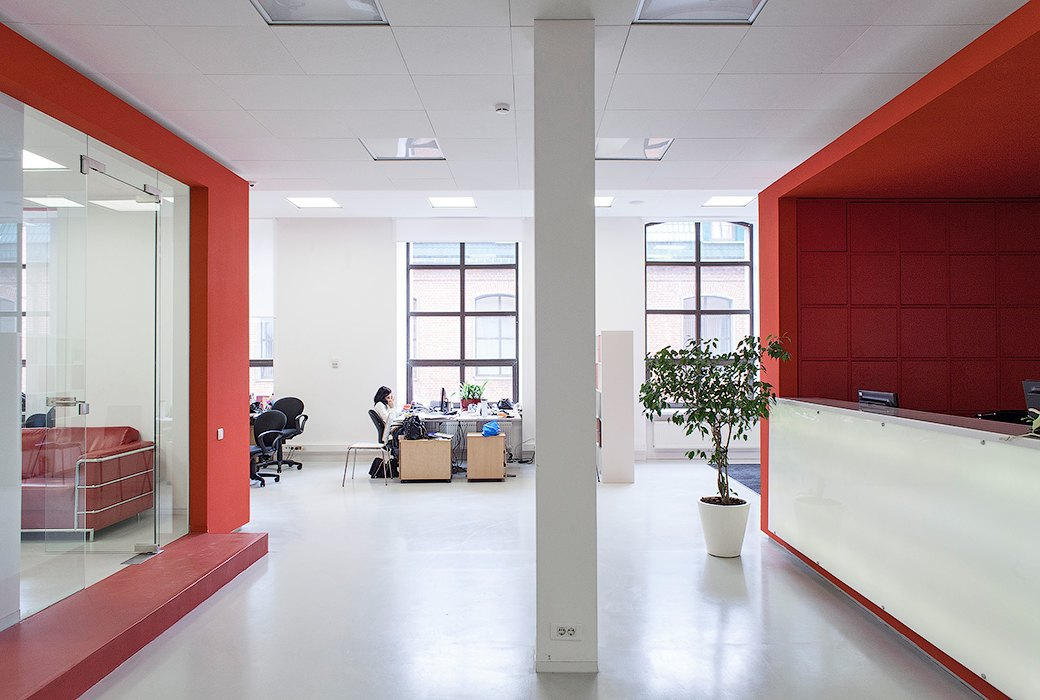 Лестница в никуда и хаски в московском офисе BBDO. Изображение № 24.
