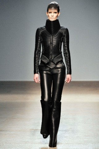Back to black : Gareth Pugh и Victor&Rolf aw 2010-2011. Изображение № 18.