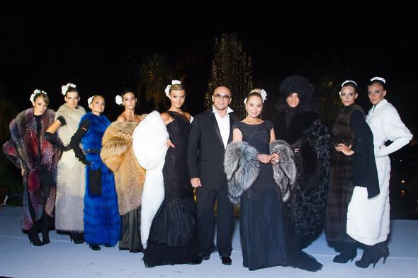 Звезды в изделиях от Модного Дома Игоря Гуляева. Изображение № 17.