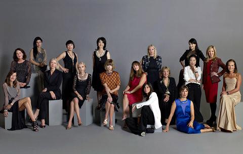Модный дайджест: 17 редакторов Vogue на одном снимке, феномен Zara и возвращение топ-моделей 90-х. Изображение № 4.
