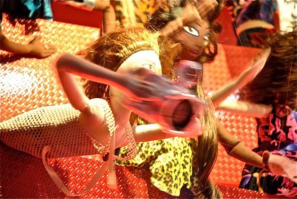 10 праздничных витрин: Робот в Agent Provocateur, цирк в Louis Vuitton и другие. Изображение № 25.