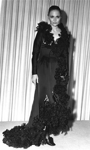 Фэн Данауэй в платье от Теодоры Ван Ранкл/ Оскар 1968 г.. Изображение № 41.