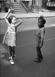 Социальная фотография Хелен Левитт. Изображение № 8.