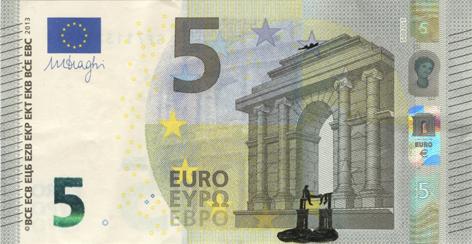 Художник в знак протеста изрисовал банкноты на 3555 евро. Изображение № 32.