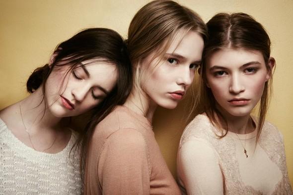 Съёмки: Playing Fashion, Schon, Vogue и другие. Изображение № 33.