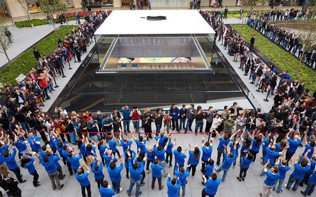 Опубликованы фотографии первого магазина Apple бюро Foster + Partners . Изображение № 9.