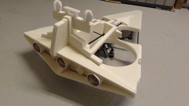 Энтузиаст собрал дрон в виде имперского крейсера. Изображение № 32.