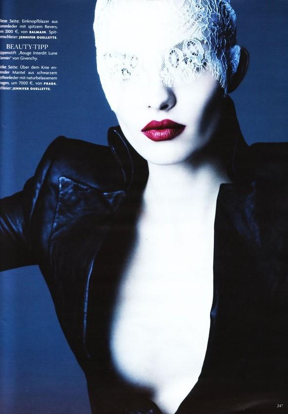 Съёмка: Карола Ремер для Vogue. Изображение № 4.