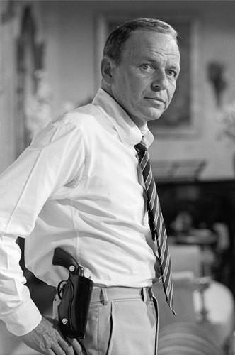 Фрэнк Синатра с пистолетом, Майами-Бич, 1968. Изображение № 8.