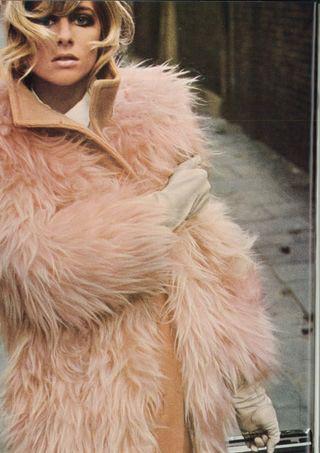 Кадр из Vogue UK, сентябрь 1966. Изображение № 4.