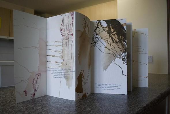 """""""На данный момент """"моя"""" техника - линогравюра. Хотя изначально в LCC я подсела на шелкографию. Я полностью напечатала в ней книжку Харуки Мураками """"Норвежский лес"""". С этого и началась любовь."""". Изображение № 7."""