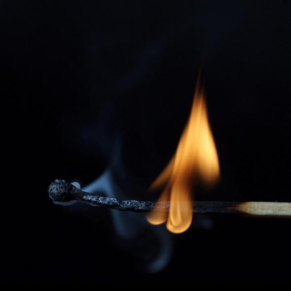 Картины из горящих спичек. Изображение № 32.