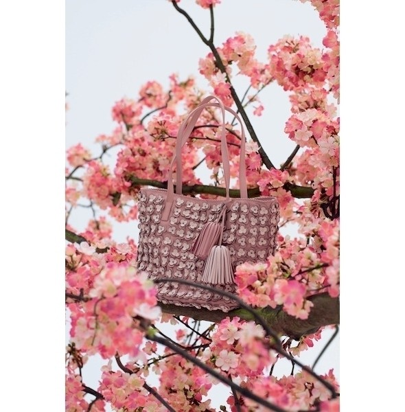 Изображение 2. Лукбук: Loewe Cherry Blossom.. Изображение № 2.