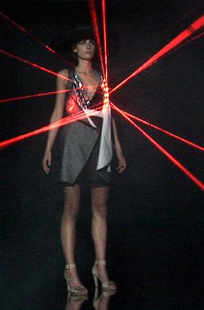 Лазерные платья Хуссейна Чалаяна. Изображение № 5.