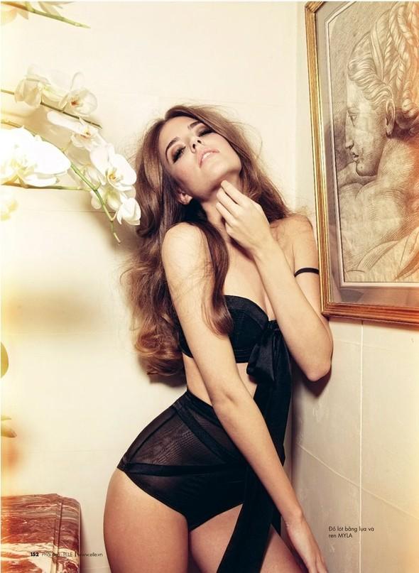 Клара Алонсо в новой фотосессии Криса Коллса. Изображение № 3.