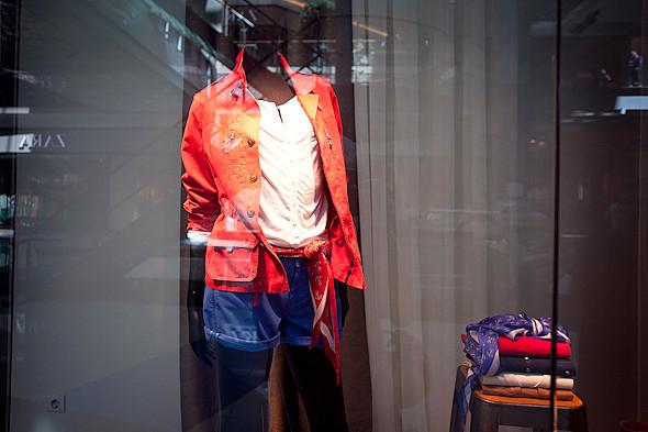Цвет оптом: Яркие краски в магазинах. Изображение № 37.