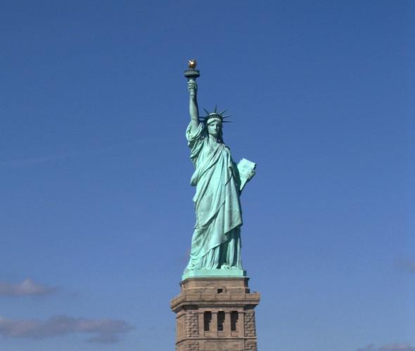 Факел Статуи Свободы —гигантский нейралайзер, способный освободить от лишних воспоминаний весь город. Изображение № 20.