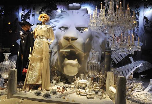 10 праздничных витрин: Робот в Agent Provocateur, цирк в Louis Vuitton и другие. Изображение № 2.