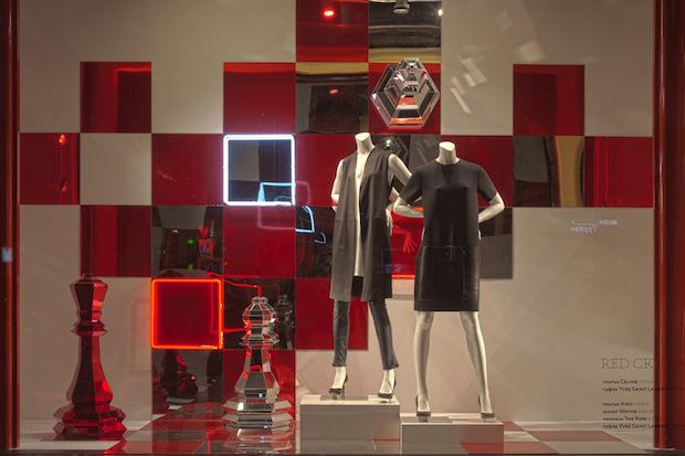 Новости ЦУМа: Новый дизайн витрин Red Crystal. Изображение № 9.