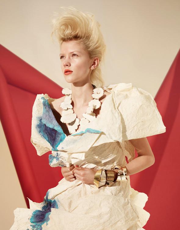 Платья из бумаги: Мэтью Броди для журнала Madame. Изображение № 6.