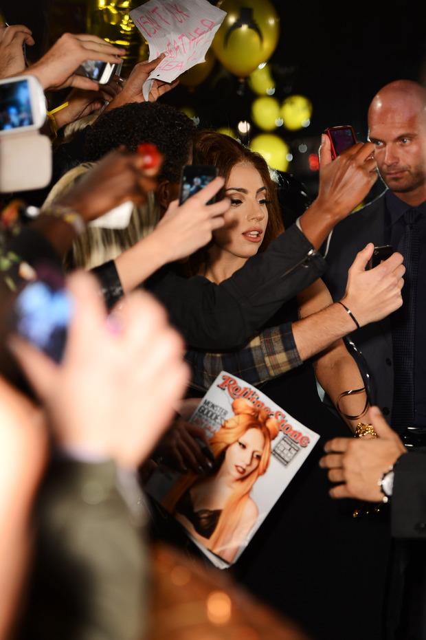 Леди Гага представила в Harrods духи FAME. Изображение № 5.