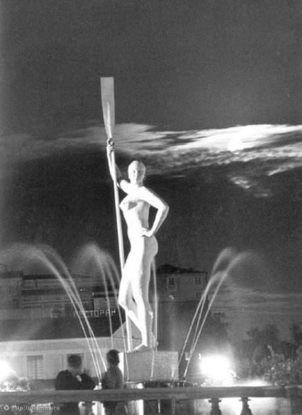 Девушка с веслом ЦПКиО. Изображение № 68.