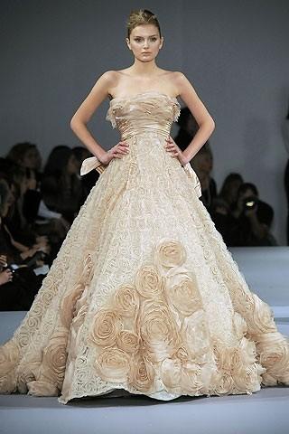 """""""Выбираем свадебное платье!"""" 93 идеи ведущих дизайнеров. Изображение № 12."""
