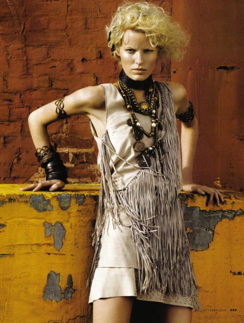 Каролин Винберг дляоктябрьского Elle Italia. Изображение № 11.