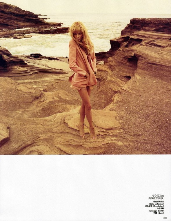 Anna Selezneva in Vogue China July 2009 by Camilla Akra. Изображение № 9.