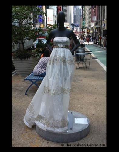 Американские модельеры переодели манекенов в Нью-Йорке. Изображение № 20.