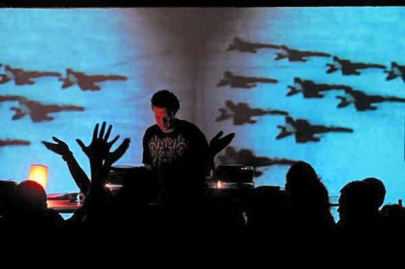 Танцы втемноте: электронная сцена вКосово. Изображение № 1.