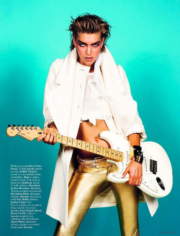 Съёмка: Аризона Мьюз для французского Vogue. Изображение № 7.