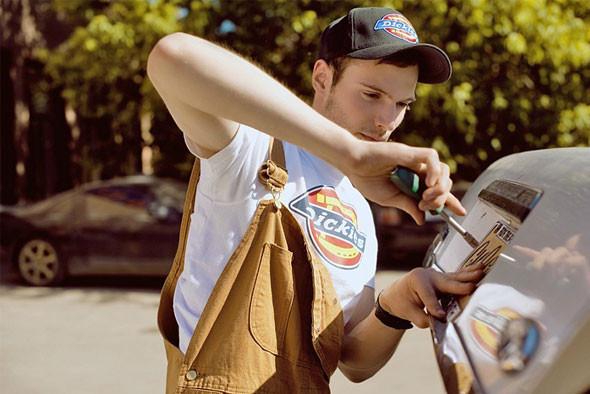 Комбинезон, кепка и футболка Dickies. Изображение № 21.